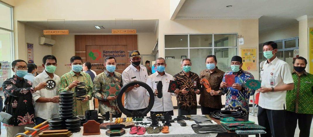 Gagas Pengembangan Industri Hilir Karet di Kuansing, Bupati Mursini Tandatangani MoU di Palembang