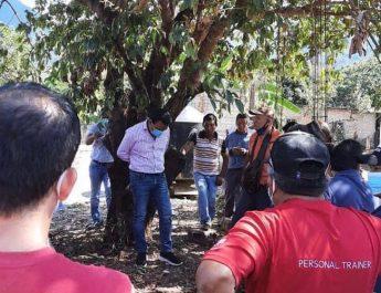 Tak Tepati Janji Kampanye, Walikota Diikat Warga di Pohon